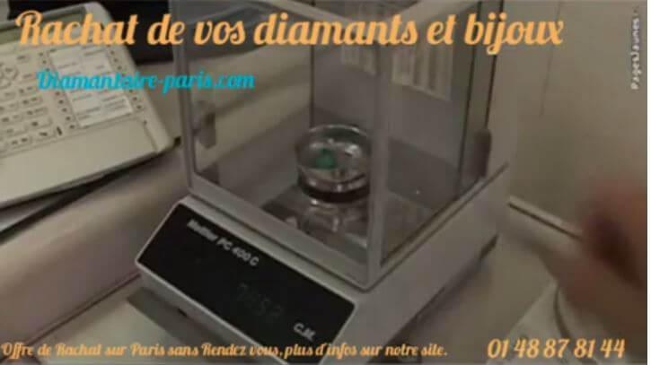 Cette photo représente une balance homologué d'état pour calculer le poids d'un diamant.